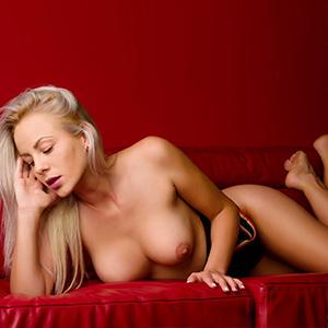 Ajana Escort Girl schöne feste Brüste in Frankfurt am Main besucht Hotel Haus
