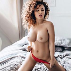 Alesija Sex mit kleinen Schlanke Hure mit XXL Titten Escort Frankfurt