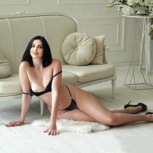 Sexuelle Partnersuchevermittlung Frankfurt Gelangweilte Hausfrau Amelia für Körperbesamung Service bei der Modelagentur spontan treffen