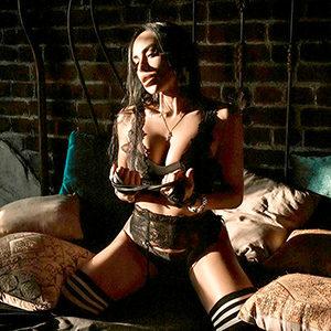 Frankfurter Erotikportal für Promi Frau Arina Sweet für LKW oder Auto Service über die Model Agentur Sex buchen