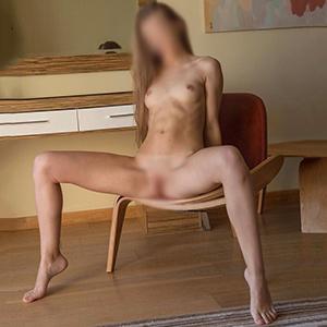 Hobbyhuren Frankfurt FFM Carmen zierlich alleinstehend sucht einen Sexpartner