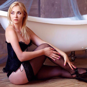 Privat blonde Hostesse Dace in sexy Dessous sucht Freizeitkontakte in Frankfurt
