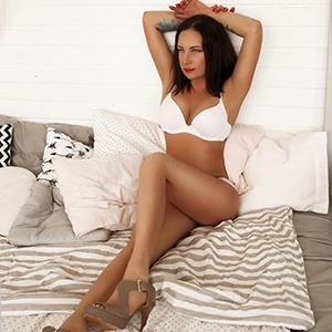 Begleitservice Frankfurt (FFM) Ellina zierlich jung liebt Körperbesamung Sex Escort-Service