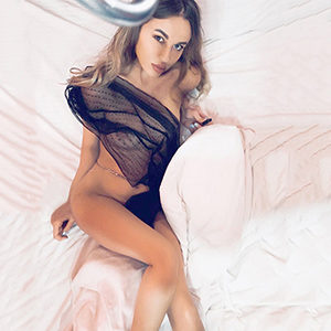 Private room Frankfurt supermodel Ani Ani for special oil massage service meet spontaneously through the escort agency