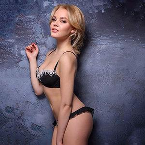 Begleitservice in Frankfurt Privat Model Eugenija erfüllt individuelle Sex Wünsche