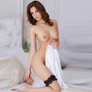 Escort Model Franziska mit langen Beinen liebt sexuelle Freizeitkontakte in Frankfurt am Main