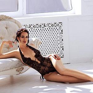 Escort Ladie Gloria bietet günstige Haus & Hotelbesuche für Sex in Frankfurt
