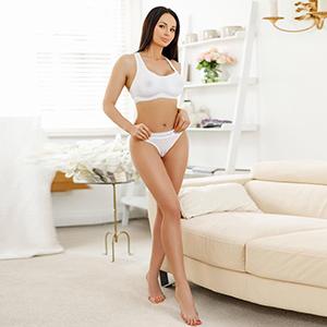 Freizeitkontakte mit Escort Model Holly in Frankfurt ist schlank hat große Busen