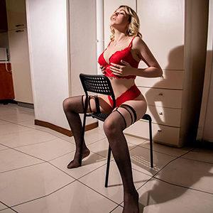 Hausbesuche Frankfurt Junge Frau Jana Top für Straps & High Heels Service bei Escort Agentur Sex treffen reservieren