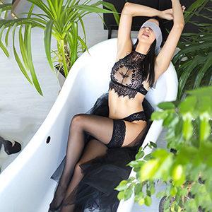 Liebt Flirten vor dem Sex mit Elite Model Kira Nice für Natursekt Service bei Agentur Frankfurt Sex Termin vereinbaren