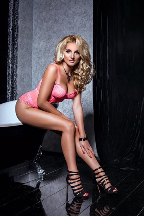 ffm hot model escort