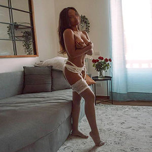 Private room Frankfurt amateur woman Lorry 2 arrange for intimate kissing service in the escort agency to meet sex