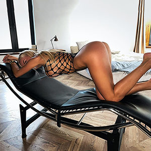 Private room Frankfurt with beginner model Lusy Nice for face sitting service at the escort private models FFM meet spontaneously