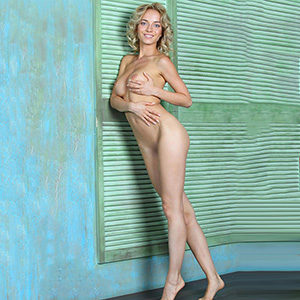 She is looking for him in Frankfurt luxury woman Nadine Sweet for straps & high heels service at escort agency sex meet