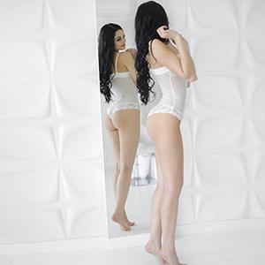 Private Escort Prostituierte Oksy in FFM schlank schöne Brüste liebt spontane Sextreffen