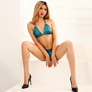 Asia Escort Model Patti Offers Sex In FFM And Discreet Escort Service On Occasions