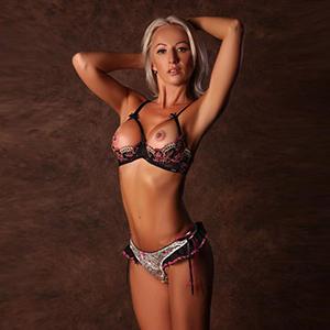 Erotische Sex Abenteuer in Frankfurt am Main mit zierliche Escort Model Sascha