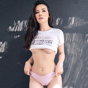 Begleitservice Frankfurt Asiatisches Escort Girl Sayuri feste Titten liebt Sex Dates