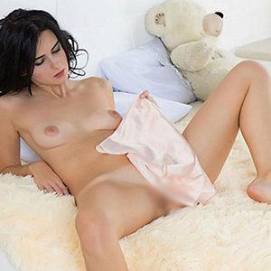 Sie sucht Ihn für Sexkontakte in FFM schlanke Escort Domina Soleila