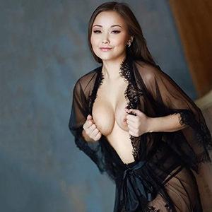 Asiatische Escort Hure in Frankfurt zum Hotel bestellen Inta schlank erotisch